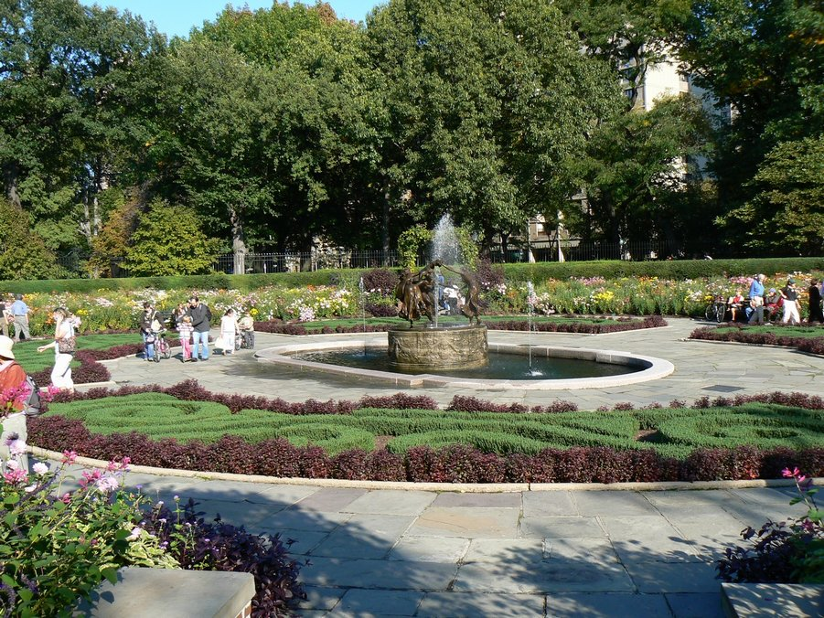 Central Park Conservatory Garden - Ceremony - 5th Ave , & 105th St, New York, N.Y., US